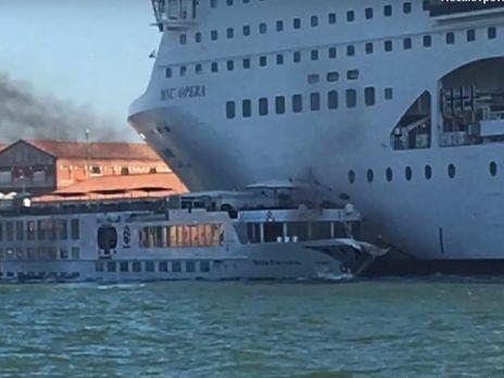 У катер лайнер врізався за інерцією