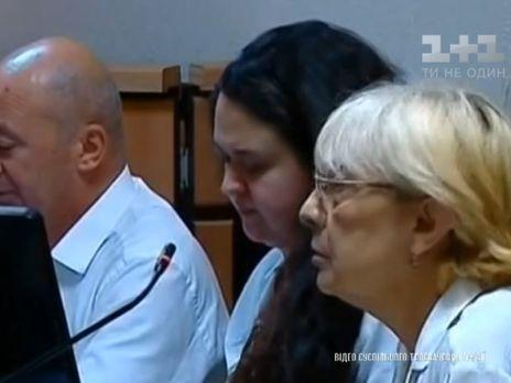 На засідання у справі Сусляк (у центрі) пустили тільки журналістів місцевого громадського телебачення