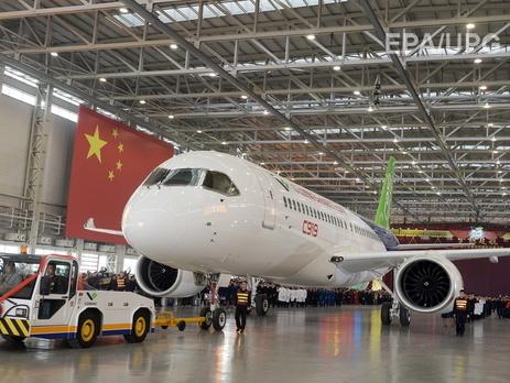 В Китае построили первый пассажирский самолет