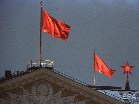 В Швеции неизвестные повесили флаг СССР у здания муниципалитета