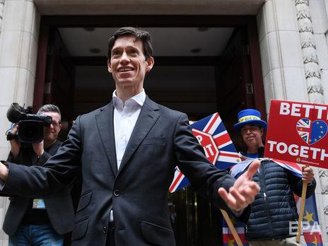 Выборы главы Консервативной партии Великобритании. После третьего тура выбыл еще один кандидат