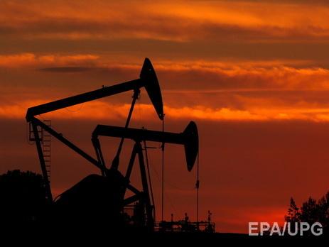 Мировые цены нанефть понижаются впределах 2%
