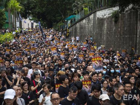 Участники акции прошли по туристическим кварталам Гонконга