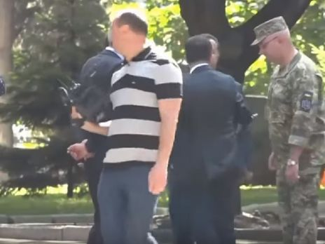 В СМИ опубликовали видео, как Зеленский якобы толкнул Полторака. В Минобороны инцидент не подтверждают