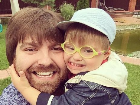 Эвелина бледанс и фото ее сына с синдромом дауна губка боб свет камера штаны видео игра