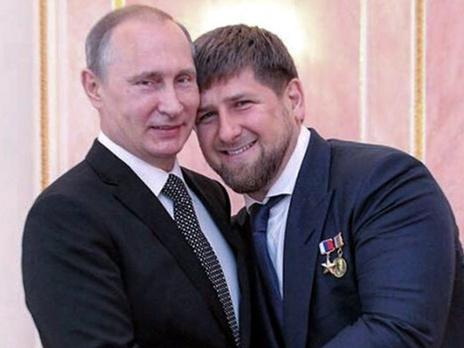 """В своем Instagram Кадыров регулярно клянется в преданности Путину. Этот снимок глава Чечни сопроводил текстом: """"Уважаемый Владимир Владимирович, мы ваша пехота, готовая выполнить приказ любой сложности и важности в любой точке земного шара!"""""""