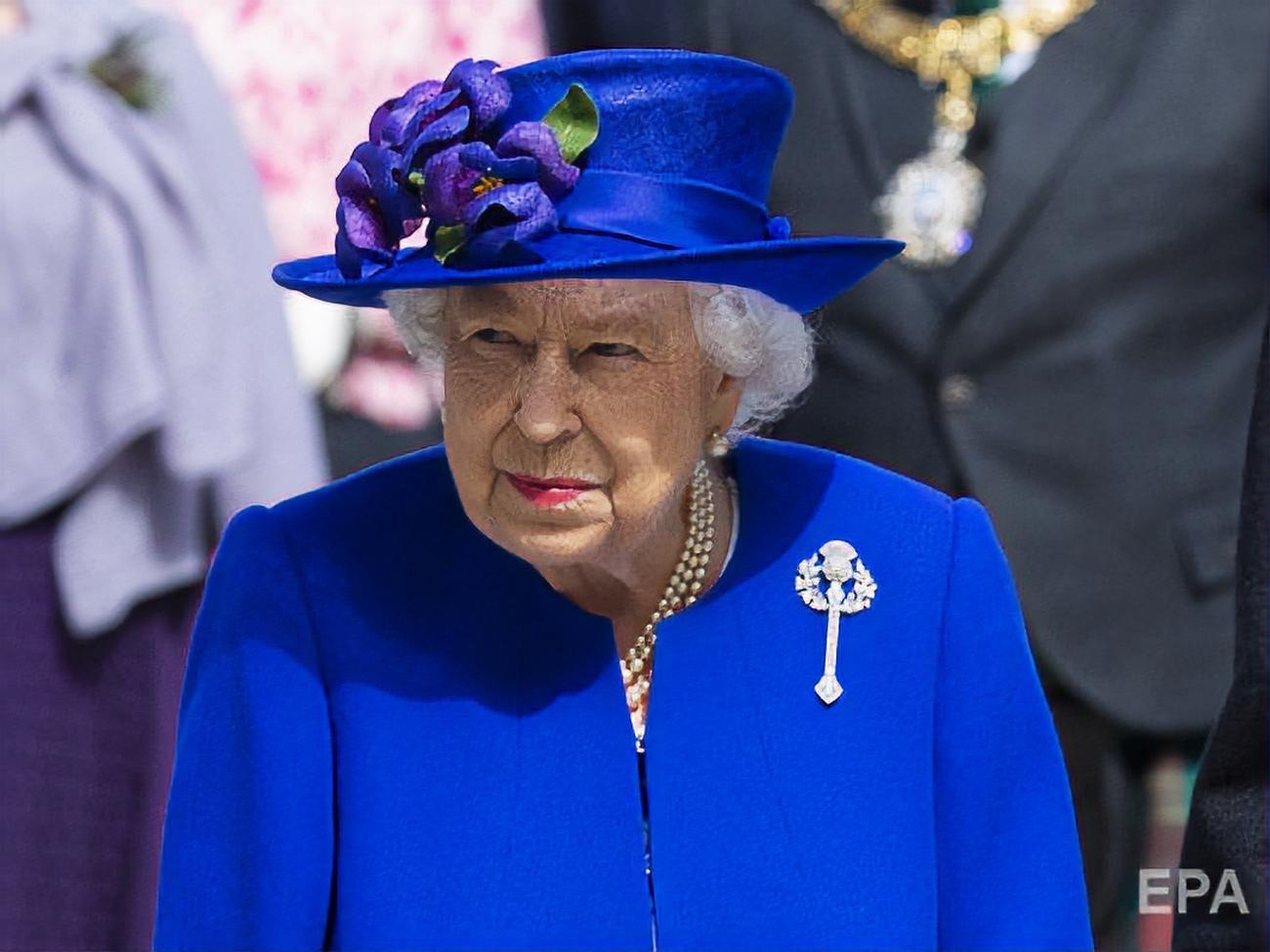 Картинки по запросу Королева Великобритании остановила парламент
