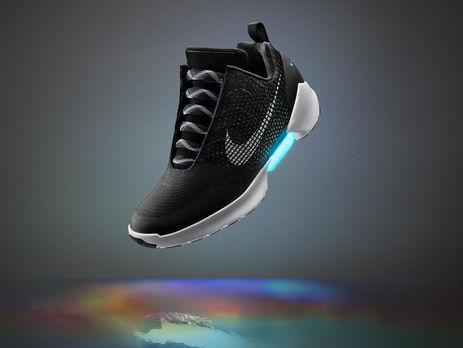 Nike представила кроссовки с автоматической шнуровкой   ГОРДОН 744a6ca0736