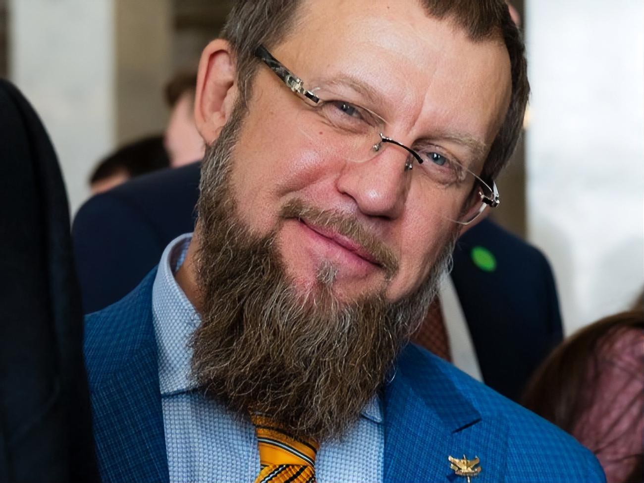 Уличенный в кнопкодавстве нардеп Ковалев угрожал журналистам .