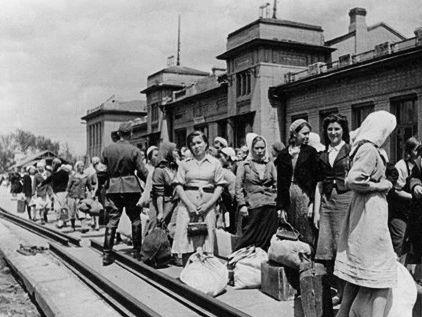 Отправка украинцев на принудительные работы в Германию