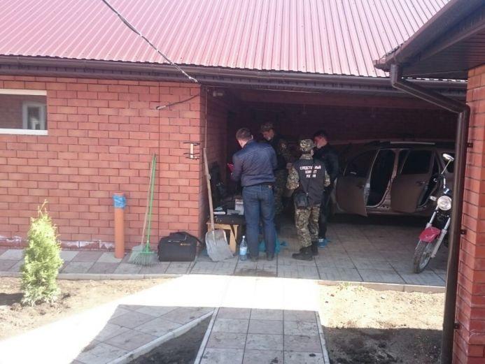 Латынина сообщила, что брат подозреваемых в убийстве семьи ...: http://gordonua.com/news/worldnews/latynina-pod-samaroy-banda-podonkov-vyrezala-semyu-policeyskogo-prestuplenie-bylo-chudovishchnym-po-zhestokosti-oni-izdevalis-ubivali-i-pytali-lyudey-130757.html