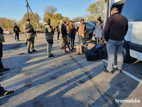 Між правоохоронцями та добровольцями розпочалася бійка