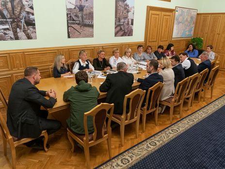 Зеленский обсудил с семьями военных законопроект, направленный на поддержку родственников погибших бойцов