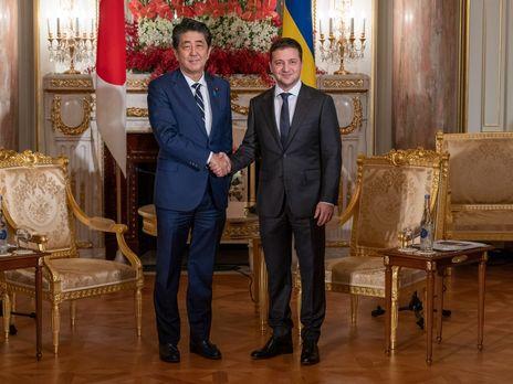 Зеленский рассказал Абэ о ситуации с безопасностью на Донбассе