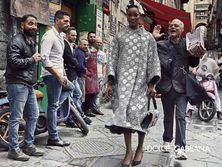 Dolce & Gabbana в новой рекламной кампании устроили уличные танцы с прохожими. Фоторепортаж