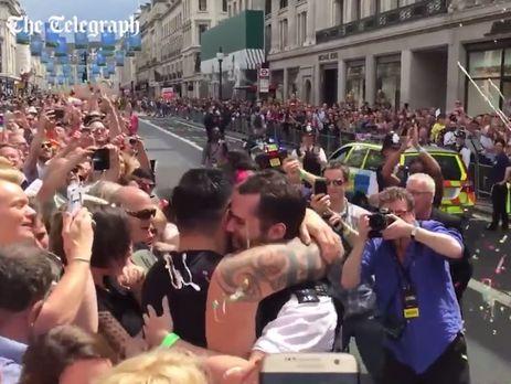 Видеоы на гей фото