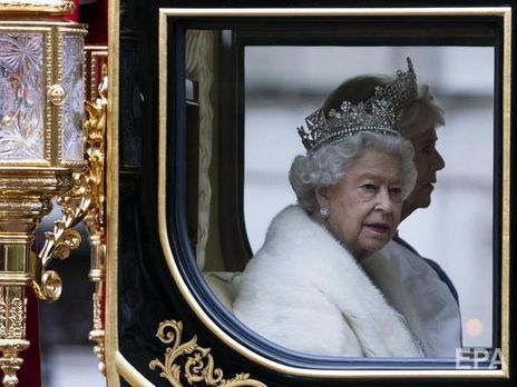 Королева Англии отказалась носить естественный мех
