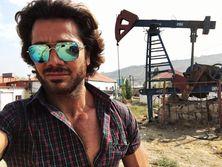 """""""Я рос на улице. Мое детство прошло на нефтяных промыслах и помойках"""" - муж Билык Ахмадов показал места своего детства"""