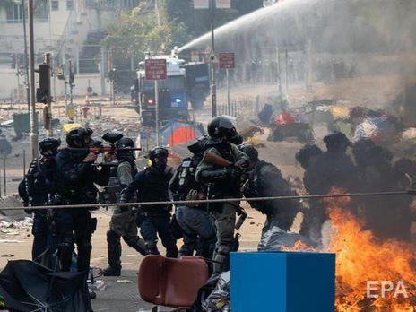 Полиция Гонконга окружила сотни протестующих внутри политехнического университета