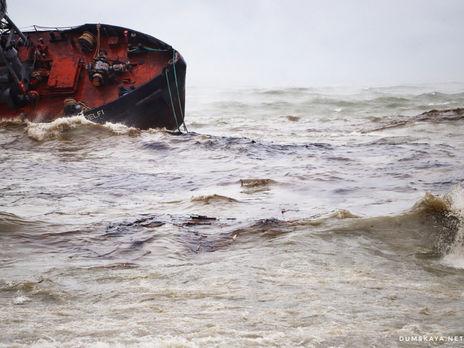Сейчас нефтепродукты из танкера отравляют акваторию Одесского залива