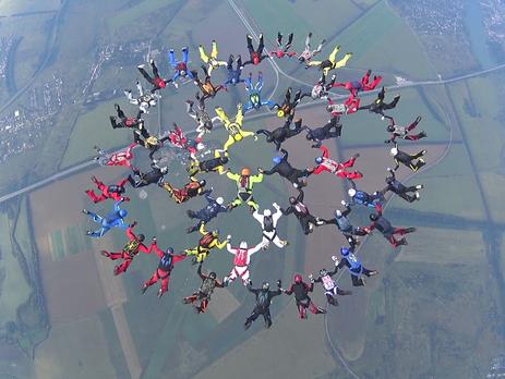 Под Харьковом парашютисты установили рекорд государства Украины