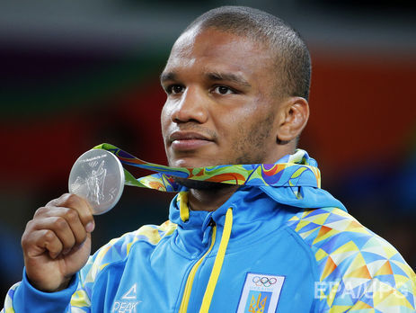 Серебряного призера Олимпиады Жана Беленюка ваэропорту Борисполя встретили Каспер иминистр