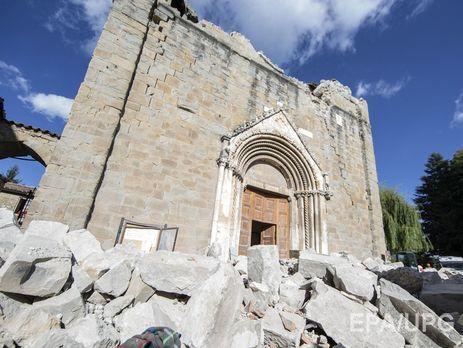Землетрясение вИталии повредило либо разрушило практически 300 исторических домов