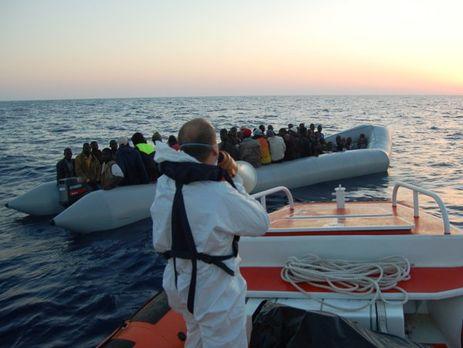 Неменее тысячи беженцев спасла береговая охрана Италии