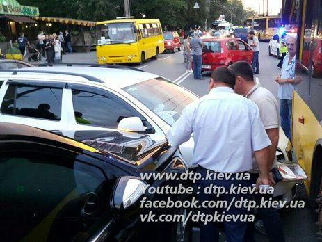 ВДТП вКиеве пострадали двое детей, разбито 5 авто