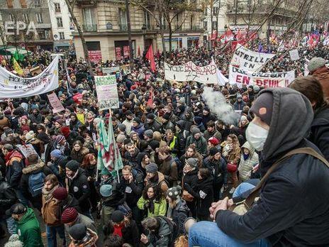 Французское правительство продолжит пенсионную реформу, которая вызвала общенациональные забастовки