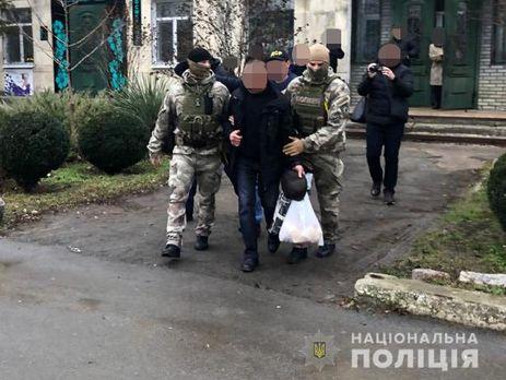 Посадовця затримали під час незаконного отримання 100 тис. грн