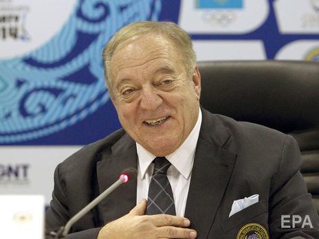 Аян керує Міжнародною федерацією важкої атлетики із 2000 року