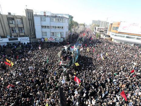 В Ірані припиняли похорони генерала Касема Сулеймані через велику кількість людей, охочих попрощатися з ним