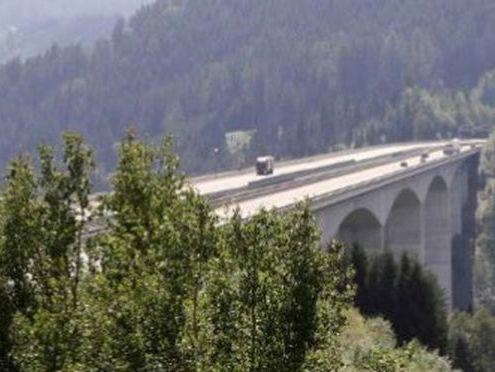 В Австрии девушка отделалась царапинами после падения со 105-метрового моста