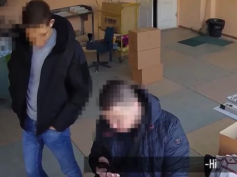 Поліцейські зламали камеру спостереження, коли помітили зйомку