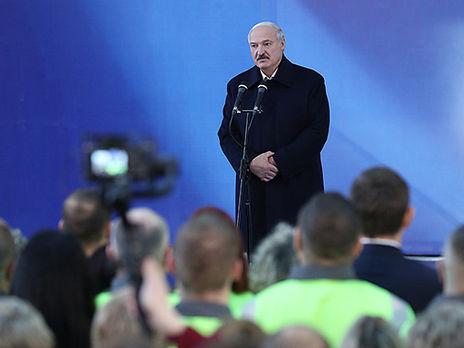 Лукашенко рассказал работникам целлюлозно-картонного комбината о своих переговорах с Путиным