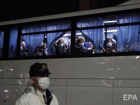 Після прибуття на батьківщину пасажирів лайнера перевірять медики