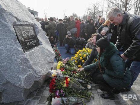 В церемонии приняли участие родственники погибших украинцев