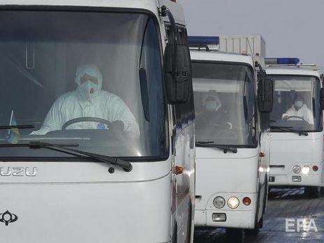 Автобусы с гражданами, эвакуированными из китайского Уханя, прибыли в посёлок Новые Санжары вечером 20 февраля