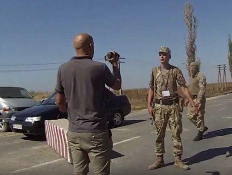 Погранслужба: Награнице сКрымом прокремлевский корреспондент Филлипс задавал путешествующим провокационные вопросы