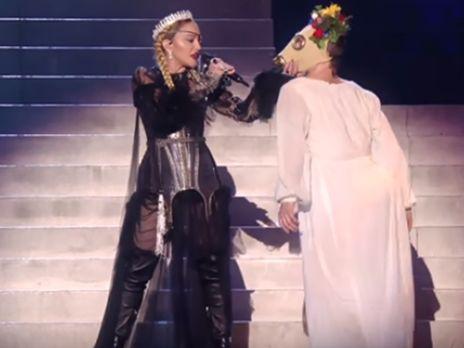 """Корона и противогазы. Выступление Мадонны на """"Евровидение 2019"""" назвали пророческим"""