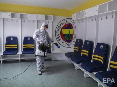 В Европе из-за коронавируса приостановили предпоследний футбольный чемпионат