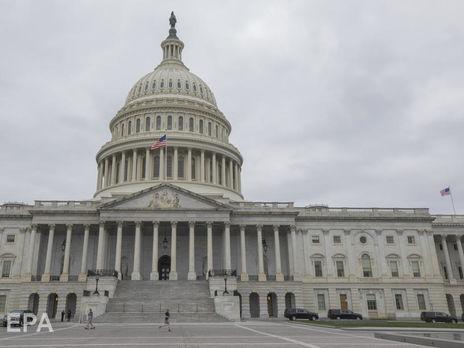 Сенат США выделил $2,2 трлн на борьбу с коронавирусом, большинство американцев получат чеки на $1200