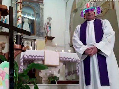 Не те маски. В Италии священник провел онлайн-службу с фильтрами Facebook