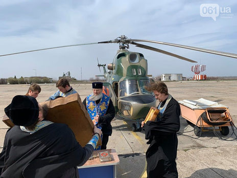 В Запорожье священники УПЦ МП выгоняли коронавирус на вертолете