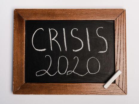 Із запровадженням карантинних заходів уряди різних країн розробляють антикризові пакети заходів для підтримання економіки і пом'якшення наслідків кризи, спричиненої пандемією коронавірусу