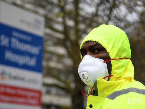 В Британии третий день подряд снижается число умерших от COVID-19