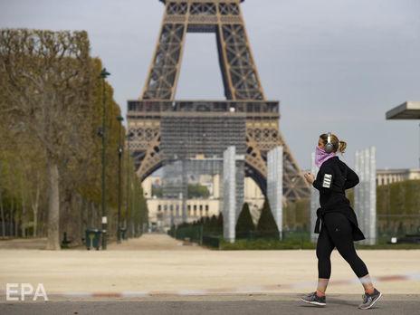 В Париже запретили заниматься спортом на улице в дневное время. Накануне во Франции было рекордное число жертв коронавируса