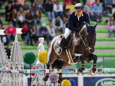 Онищенко распродал спортивных лошадей сборной поконкуру— Удар вспину