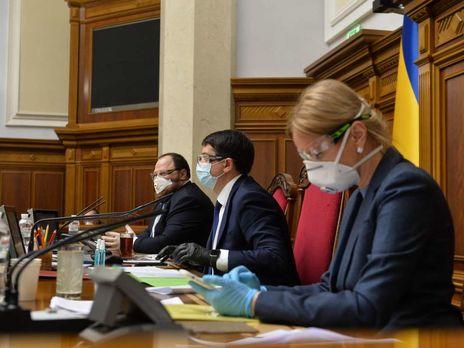 Рада внесла изменения в госбюджет: в Украине появился фонд борьбы с коронавирусом, чиновникам ограничили зарплату на время карантина